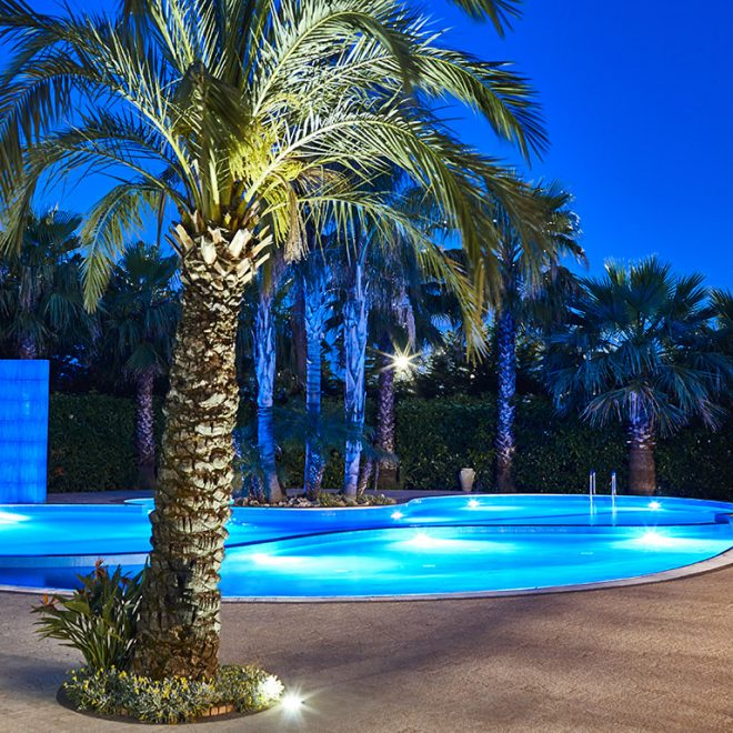 piscina san luca notte